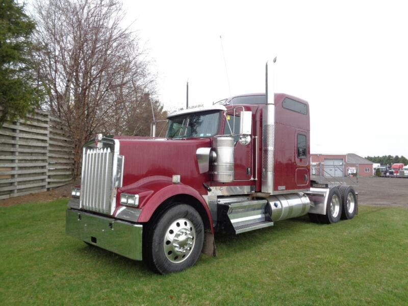 "2016 KENWORTH W900L FULLY LOADED WITH 86"" STUDIO"