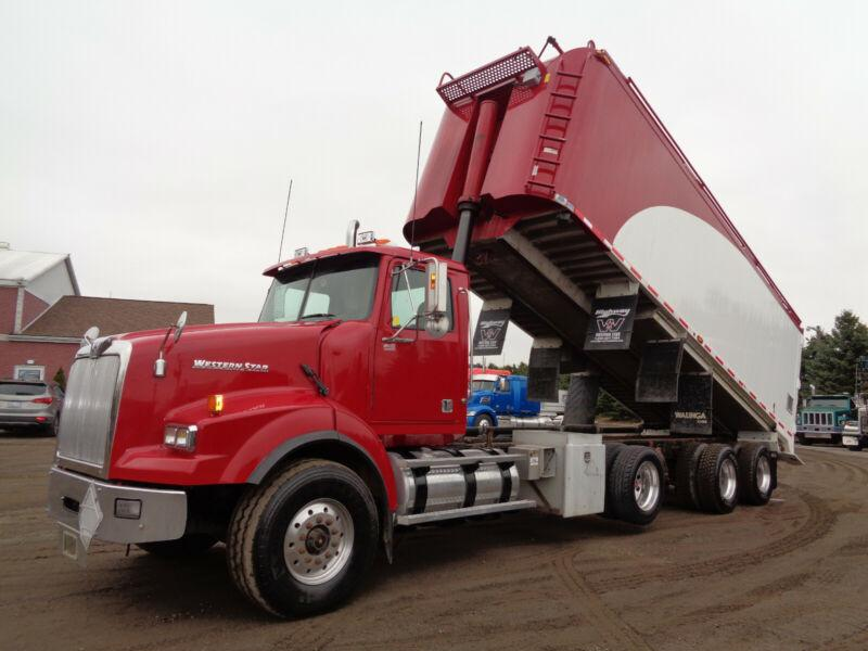 2010 WESTERN STAR 4900SA GRAIN FEED TRUCK WITH BLOWER