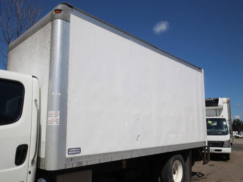 2012 Commercial Babcock 20 ft Van body w/ 2500lb Tgate (Body and