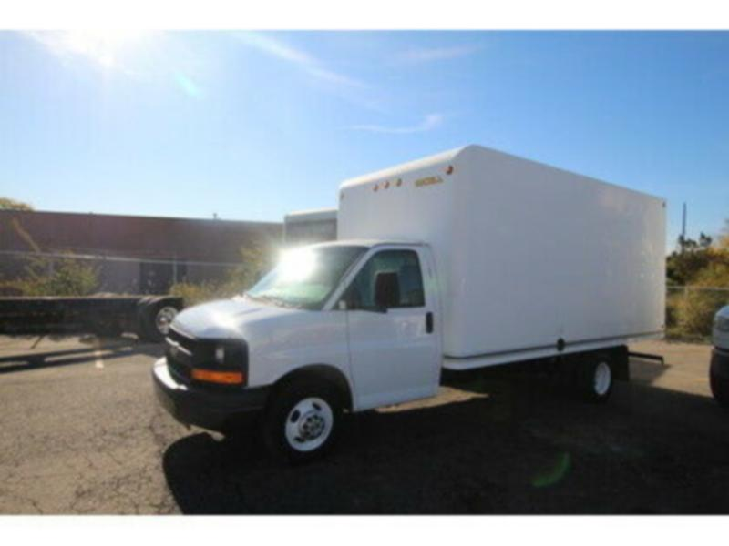 2013 Chevrolet Savana 3500  16 ft Cube van w/ ramp
