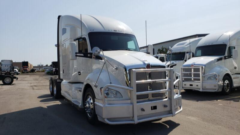 Kenworth 2016 T680 Clean and Priced to sell