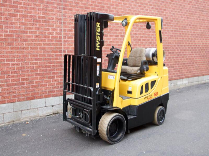 Hyster S60FT with Quad-Mast and 6000 lbs Capacity