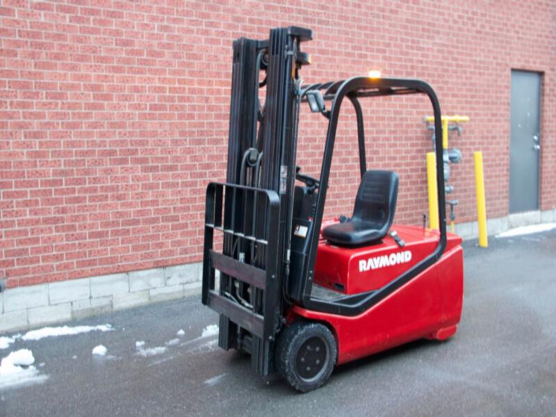 Raymond 440C40 Electric Forklift with 4 stage mast (Quad)