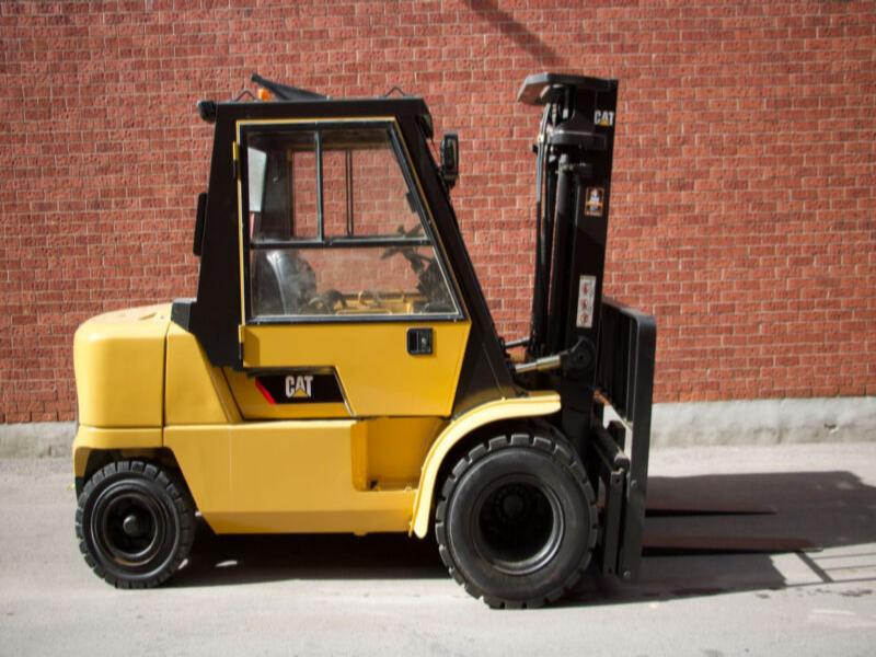 Caterpillar 8000 lbs Outdoor forklift with Cab low hours