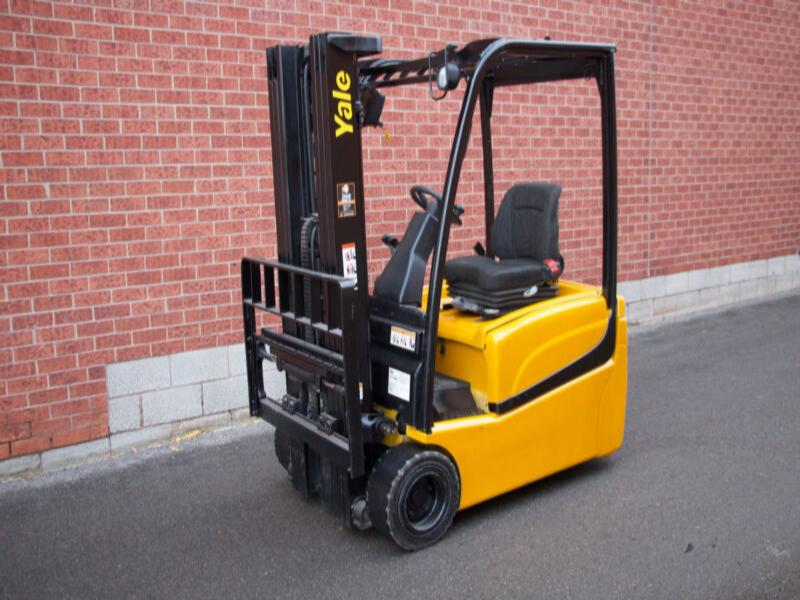Yale ERP040VT 3 Wheeler Electric Forklift with Brand new battery