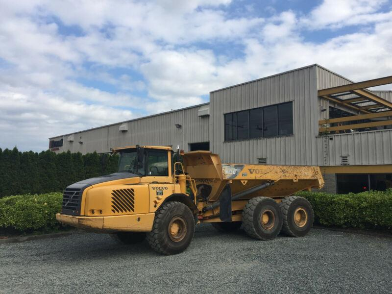 2004 VOLVO A250D