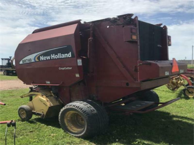 Used New Holland BR740A Round Baler