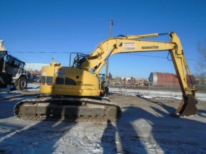 2000 KOMATSU PC228USLC-2 HYDRAULIC EXCAVATOR WITH THUMB