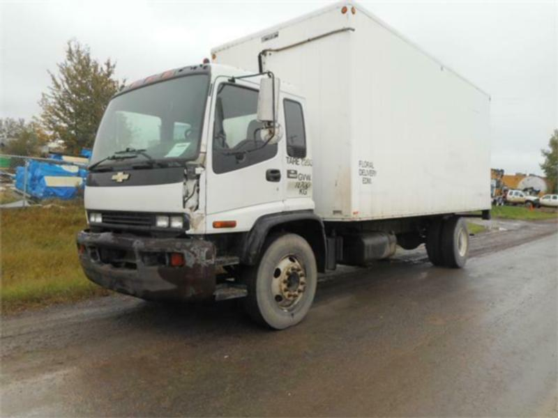 2001 CHEVROLET T6500 SINGLE AXLE VAN TRUCK