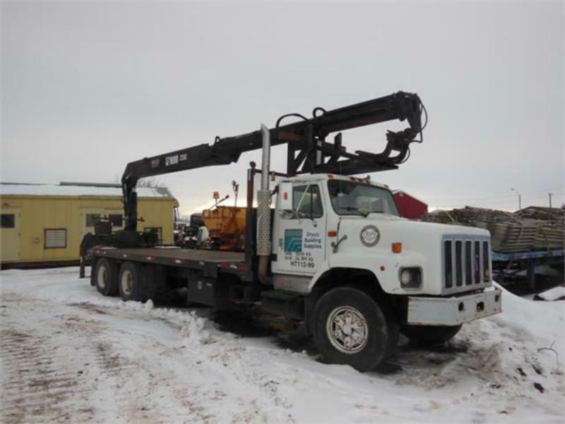1999 International 2674 Tandem Axle with Hiab 235K-2 Boom Truck