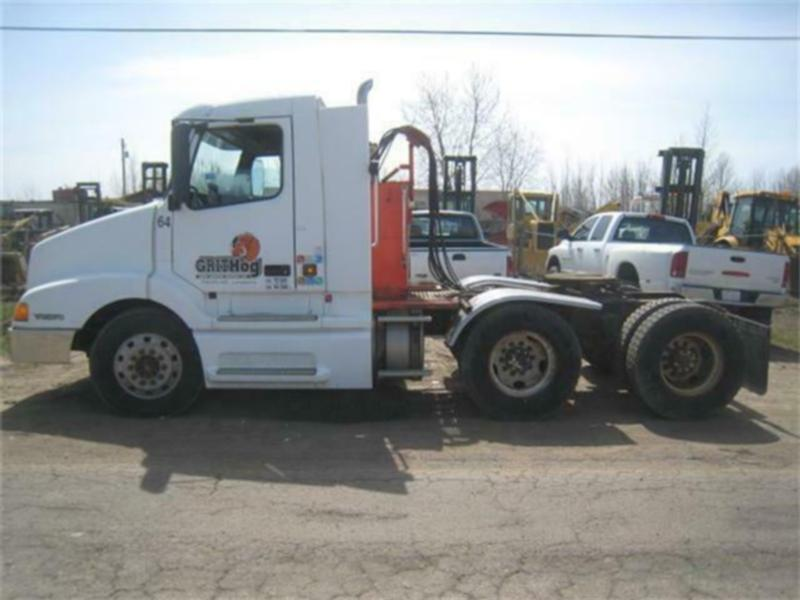 2000 VOLVO VNL64T TANDEM AXLE TRUCK TRACTOR