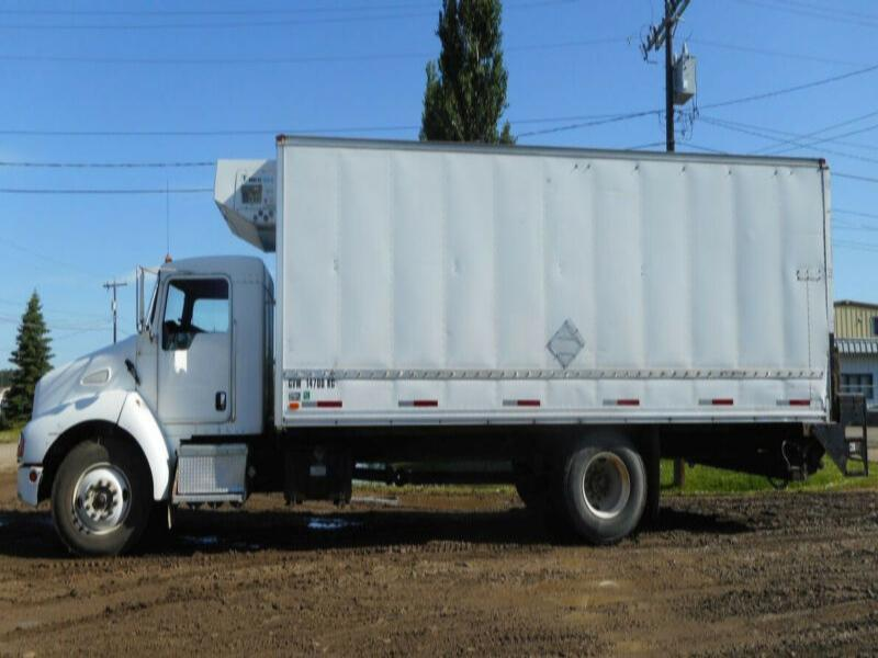 2004 Kenworth T300 Single Axle 22' Reefer Van Truck