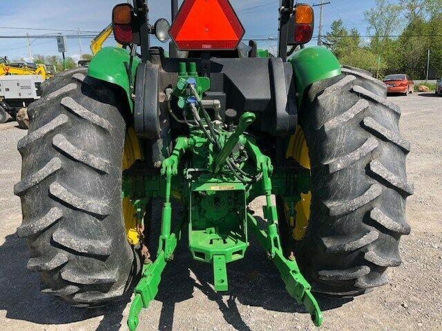 2013 JOHN DEERE 5083E UTILITY TRACTOR WITH LOADER - MINT