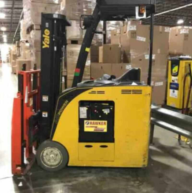 chariot elevateur 2014 Yale ESC040AC docker 4000 lbs 3 stages