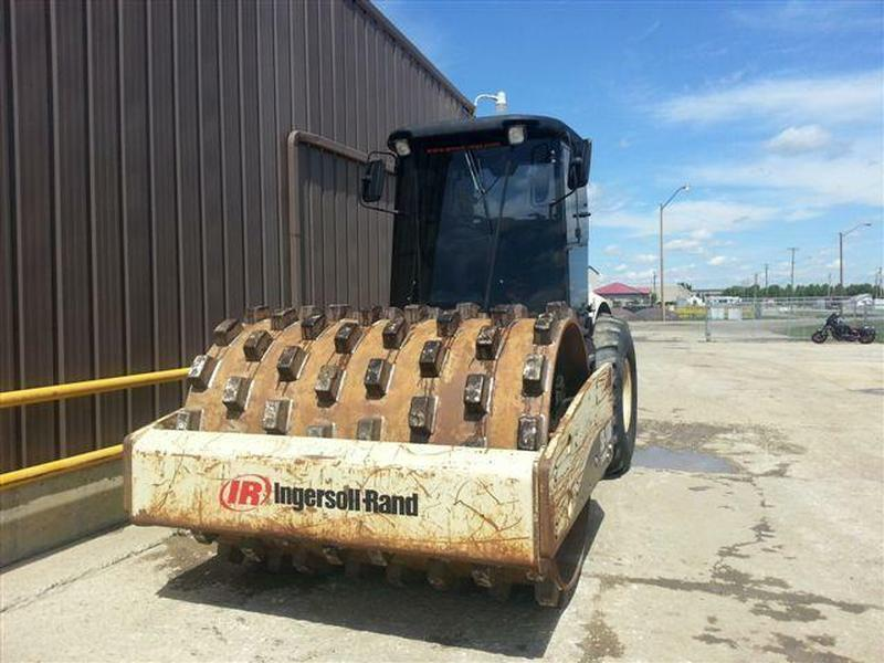 2005 INGERSOLRAND SD100F PADFOOT COMPACTOR