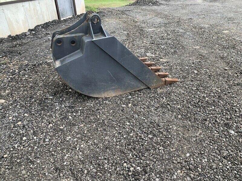 "New Holland 30"" backhoe bucket"