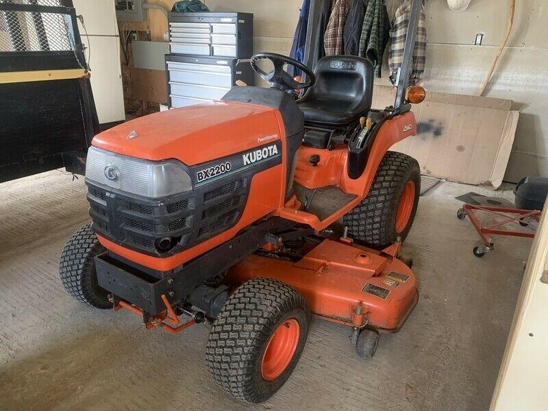 Kubota BX2200 D tractor with mower