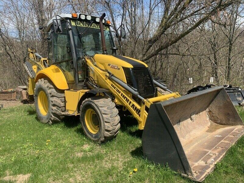 New Holland B110B Loader Backhoe - 3250hrs